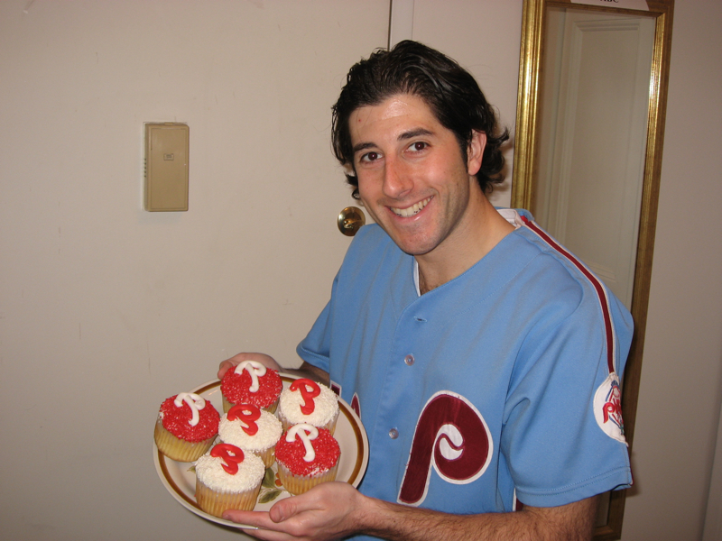 Lee eats Phillies cupcakes! (2008 WS Game 2)