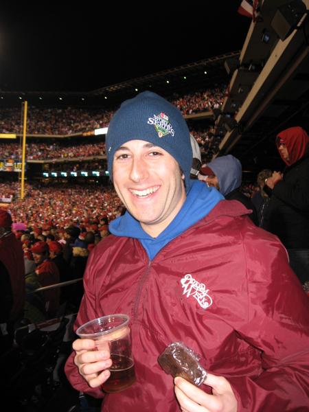 Lee eats brownies (& drinks Hop Devil beer @ 2008 WS Game 3).