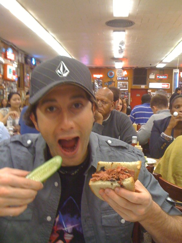 Lee eats pastrami & pickles (Katz's Deli, NYC)