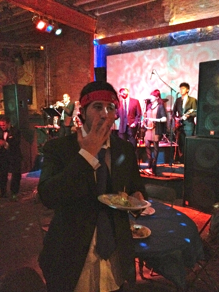 Lee eats (licks his fingers) at Fishtown Beer Runners Prom (Philly)