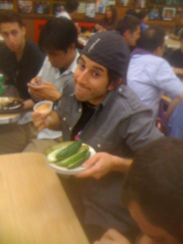 Lee shrugs at The Pickle Bet (Katz\'s Deli, NYC)
