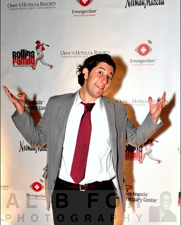 Lee shrugs at red carpets (@ Jimmy Rollins\' charity event)
