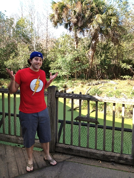 Lee shrugs at an alligator (Jacksonville Zoo)