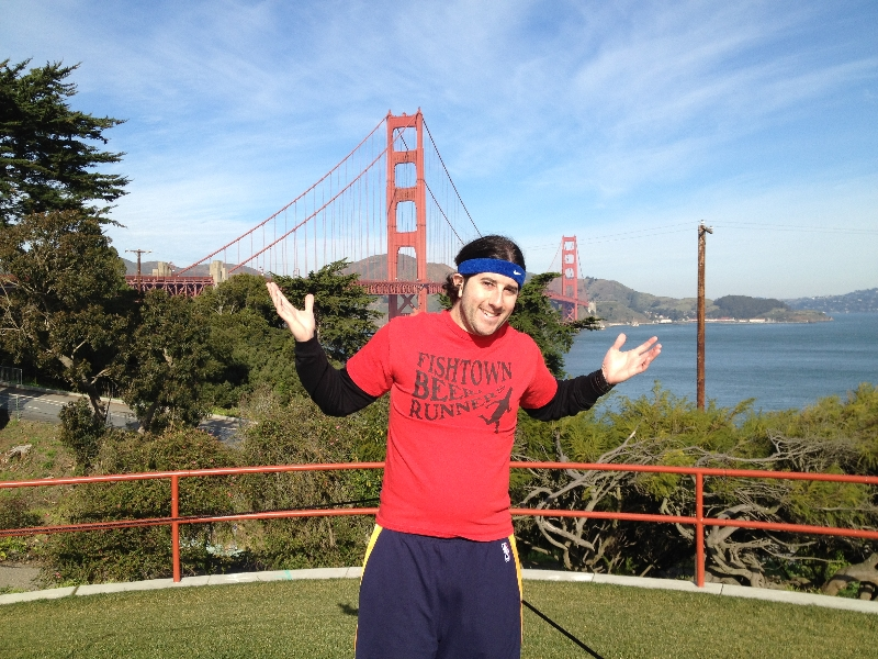 Lee shrugs on this side of the Golden Gate Bridge (San Francisco)