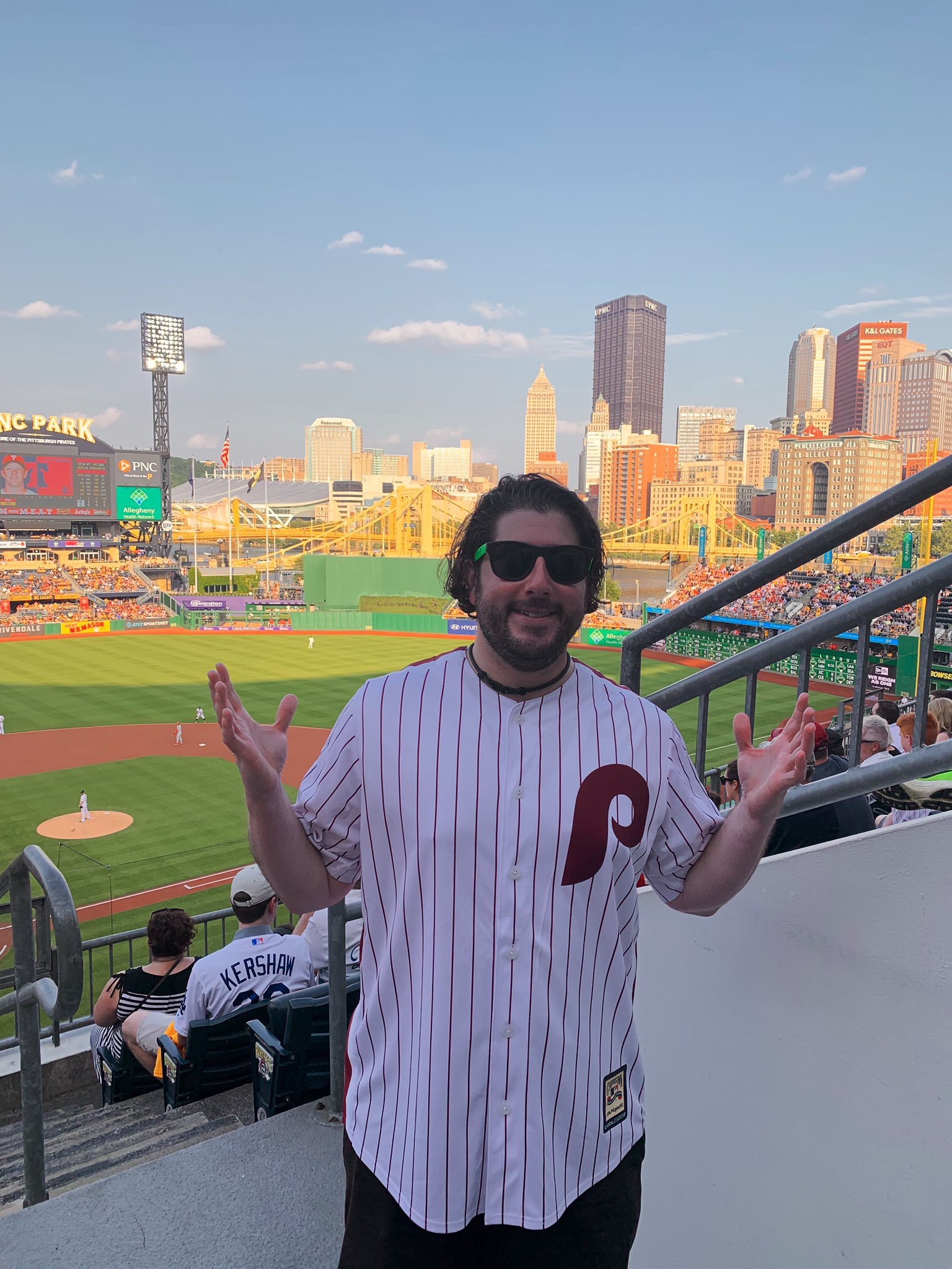 Lee shrugs at Phils-Pirates game (Pittsburgh).